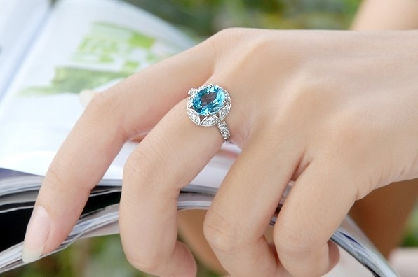 Women Love Jewelry