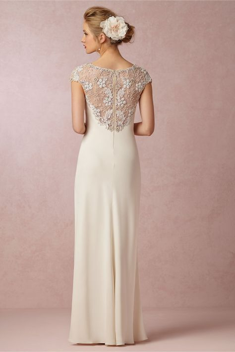 Straight-lined body wedding dress