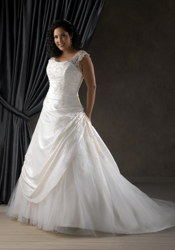 plus-sized women wedding dress