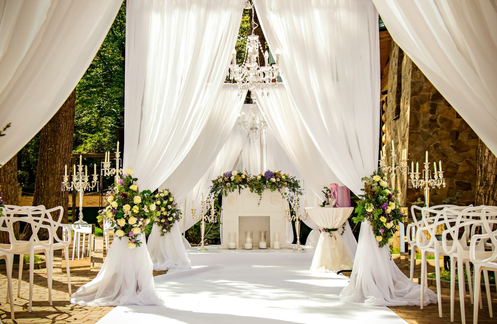Decorating an Outdoor Wedding Reception