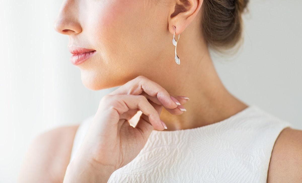 Why do Women Love to Wear Diamond Earrings-min