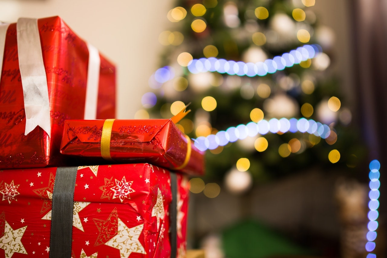 6 Simple Ways To Wrap A Gift