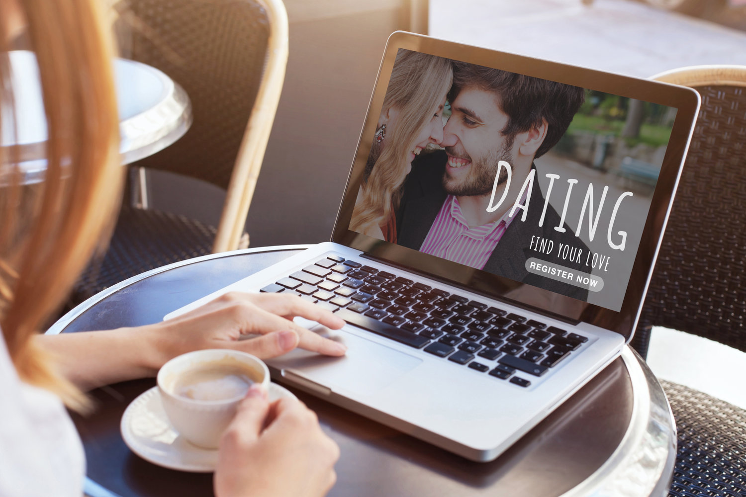 dating online, woman looking for boyfriend, find love on internet