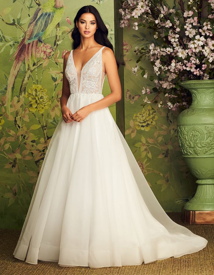 pear shaped wedding dress