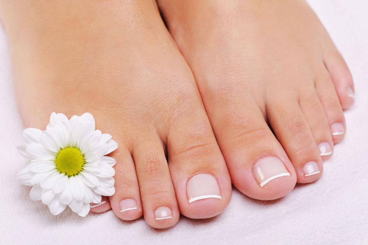 best tips to do a French pedicure at home